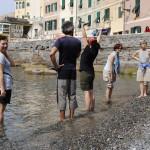 I piedi nell'acqua di mare
