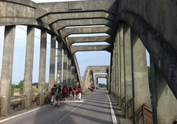 ponte sul Taro al confine tra Sissa e Roccabianca